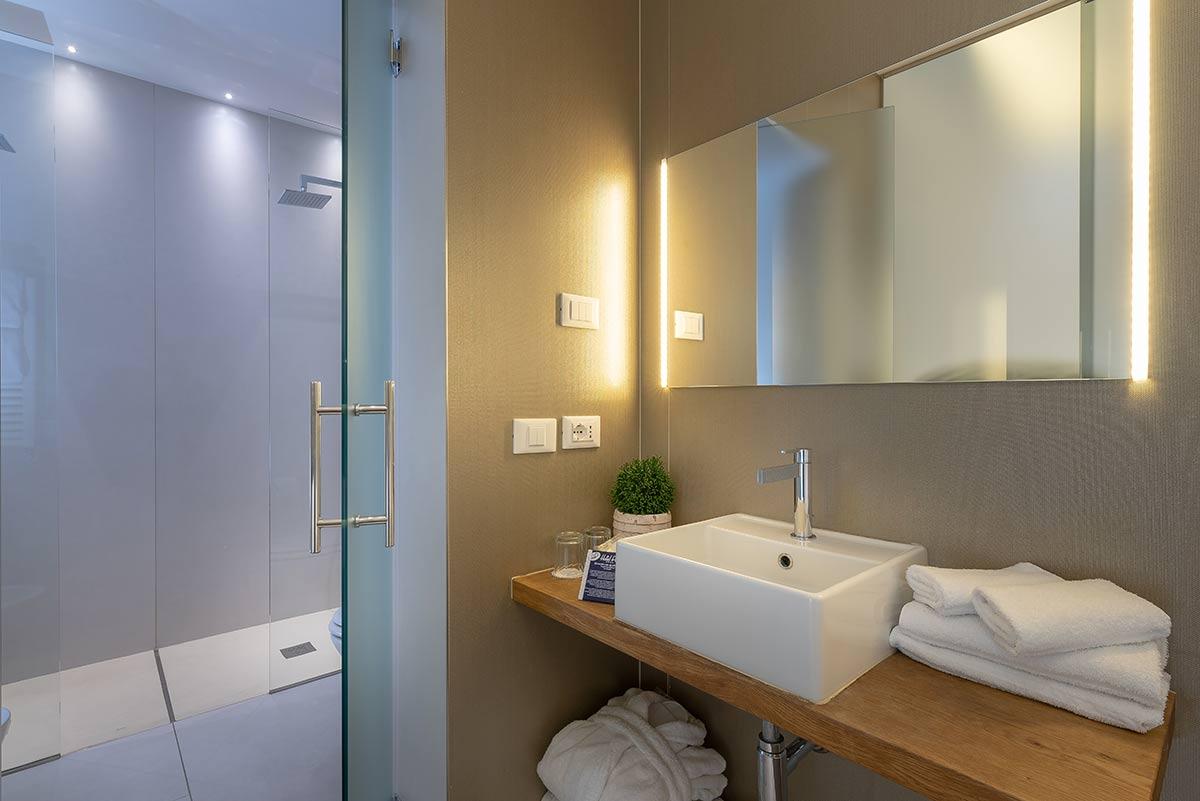 hotel mit suite rimini 4 sterne unterkunft mit wlan sat tv und klimaanlage in rimini hotel polo. Black Bedroom Furniture Sets. Home Design Ideas