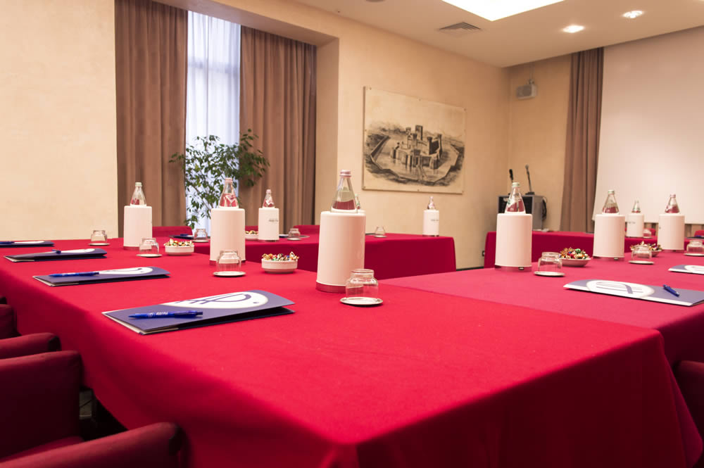 Hotel mit tagungsraum rimini 4 sterne hotel mit for Table 30 personnes